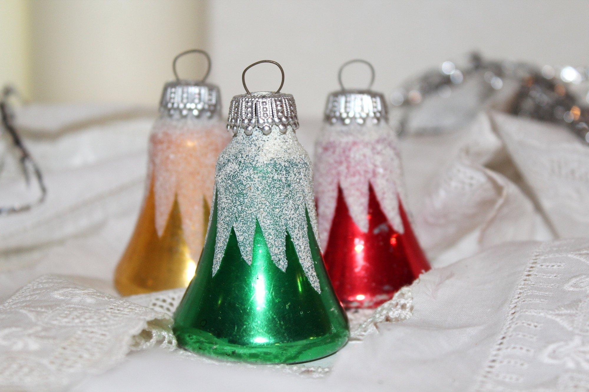 3 glocken weihnachtsbaum glas rot gelb gr n mon ami e. Black Bedroom Furniture Sets. Home Design Ideas